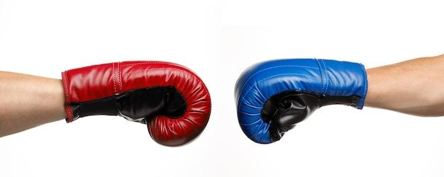 파란색과 빨간색 권투 장갑입니다. 대결과 결투. 싸우고 싸워라.