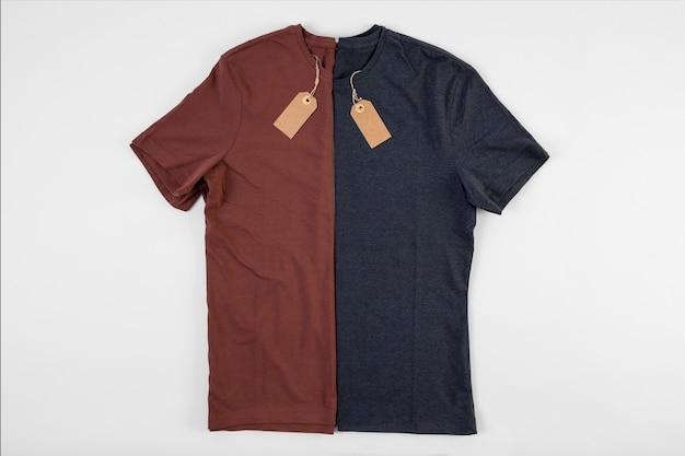 青と赤のtシャツ