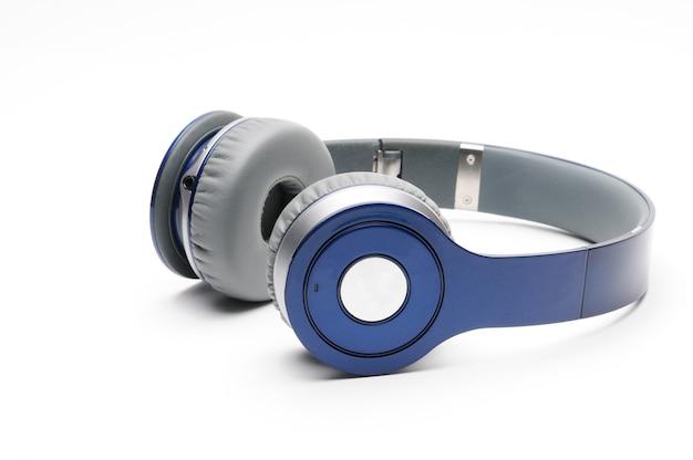 Синие и серебристые современные наушники для прослушивания музыки