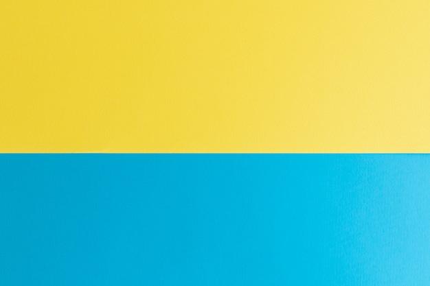 テキスト用のスペースがある青と黄色のパステルカラーの紙の表面