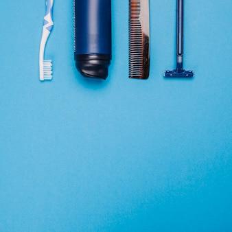 Синяя композиция ванной комнаты с пространством внизу