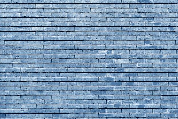 Синяя кирпичная стена. лофт дизайн интерьера. синяя краска для фасада.