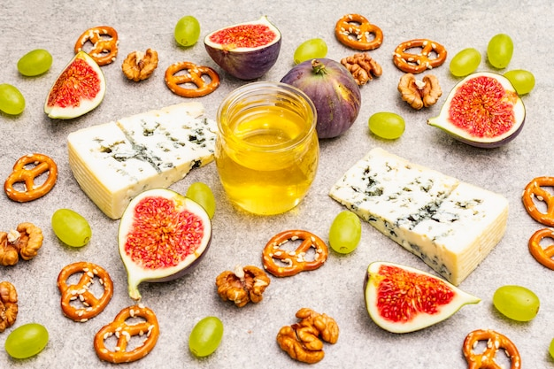 Blue cheese, figs, honey, walnuts and pretzels