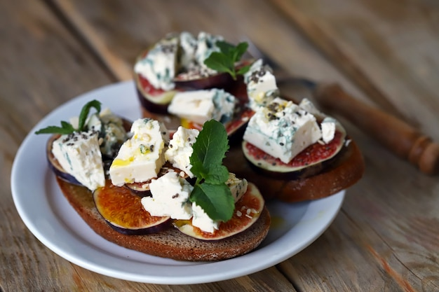Blue cheese and figs on a toast