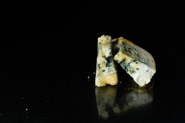 山羊羊または牛乳から作られたブルーチーズ食品カビ乳製品