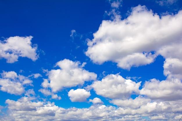 푸른 흐린 하늘 배경 질감