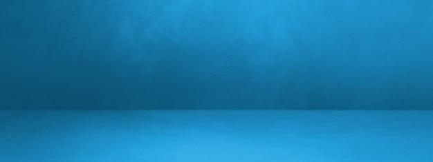 Синий бетонный интерьер фон баннера. пустая шаблонная сцена
