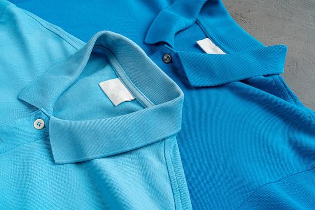 青い綿のポロtシャツのテクスチャをクローズアップ。メンズファッション