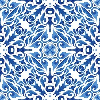 青いダマスク織のシームレスな装飾用水彩アラベスクペイントタイル