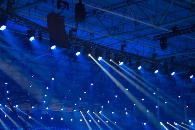 クラブステージの青いディスコライト