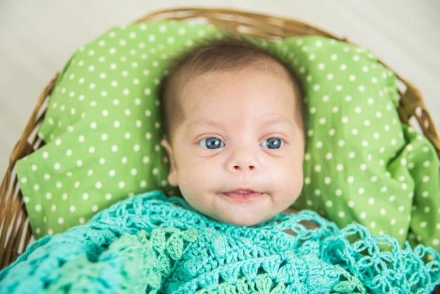 青い目の赤ちゃん - スタジオでの写真撮影