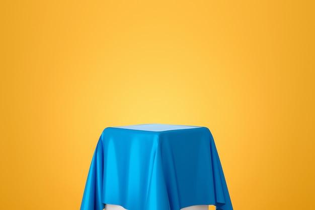 Голубая ткань на таблице на желтой стене градиента. пустой стенд для показа товара. 3d-рендеринг.