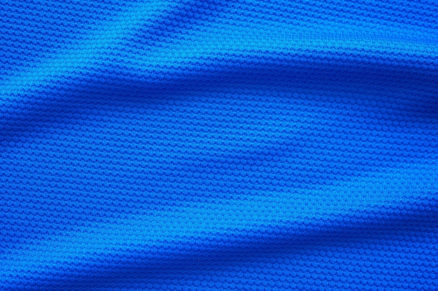 파란색 축구 저지 의류 직물 질감 스포츠는 배경을 착용하고 위쪽 보기를 닫습니다.