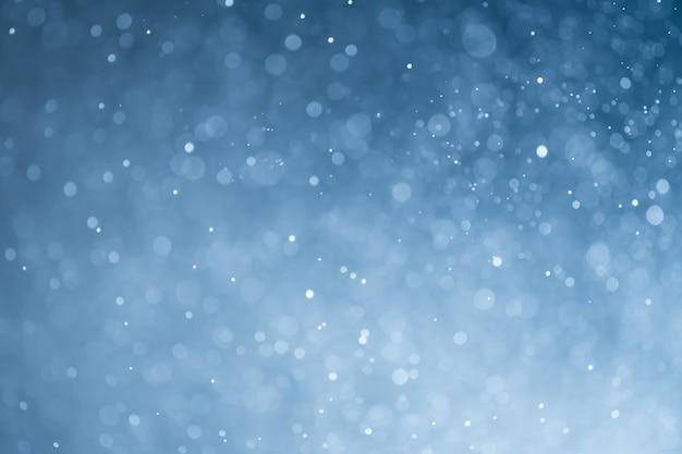 光の青いキラキラボケ。抽象的なぼやけたライトの背景