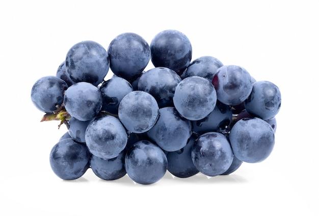 白い背景に分離された青ブドウ