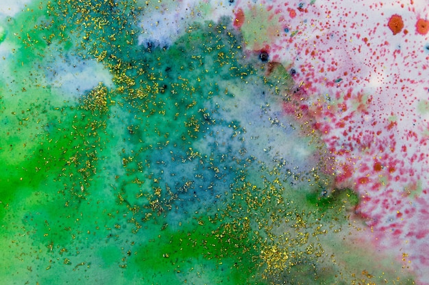 Сине-зеленые акварельные пятна с блестками. абстрактный фон
