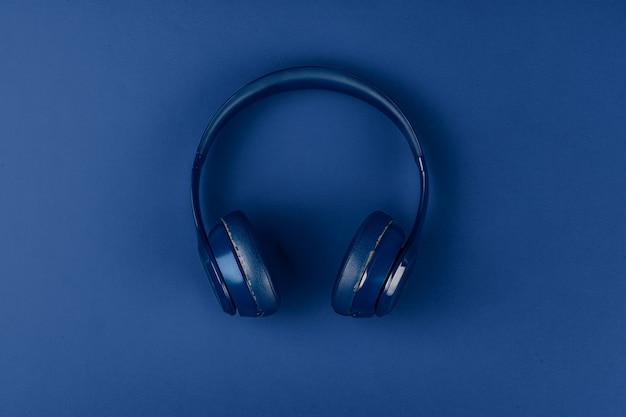 Синие наушники, вид сверху