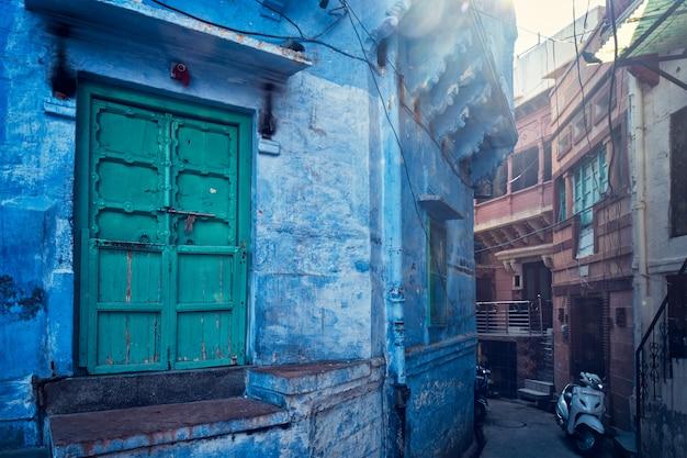 Синие дома на улицах джодхпура