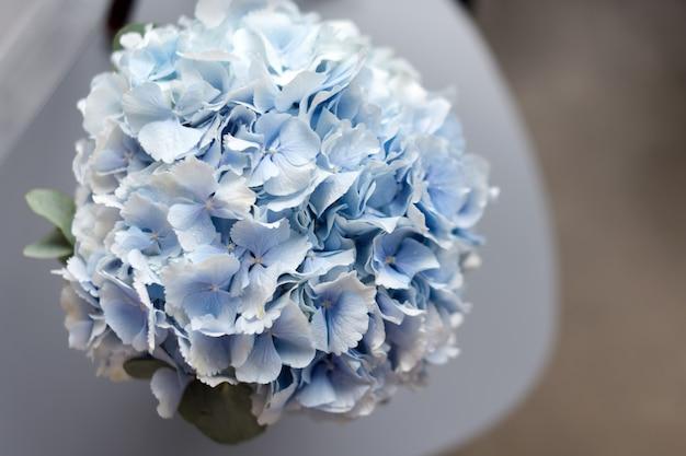 Голубая гортензия букет невесты вид сверху