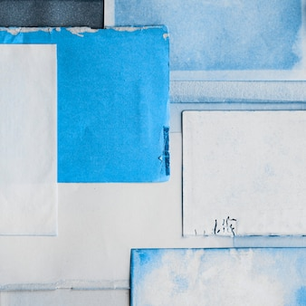 紙のテクスチャに青インク