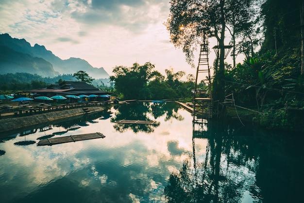 Голубая лагуна №3. ванг-вьенг, лаос. чистая прозрачная вода в лагуне.
