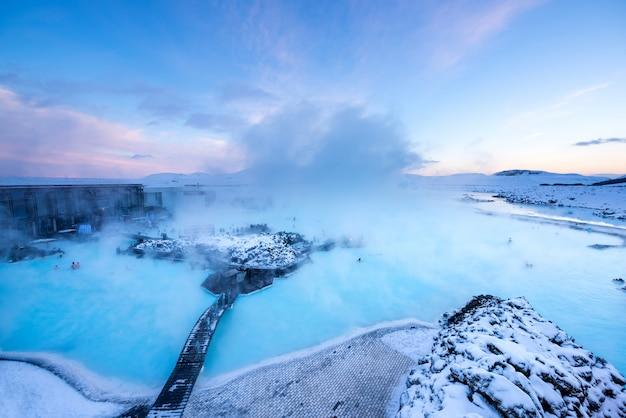 Горячий источник blue lagoon исландия