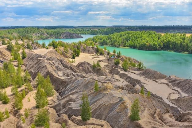 廃坑の青い湖、廃坑の湖