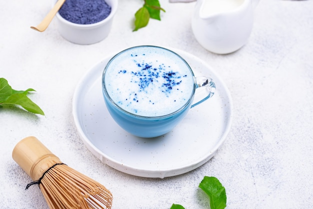 ブルー抹茶ラテとミルク