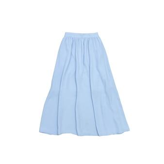 Юбка-миди синего цвета. модная концепция. изолированный. белый фон