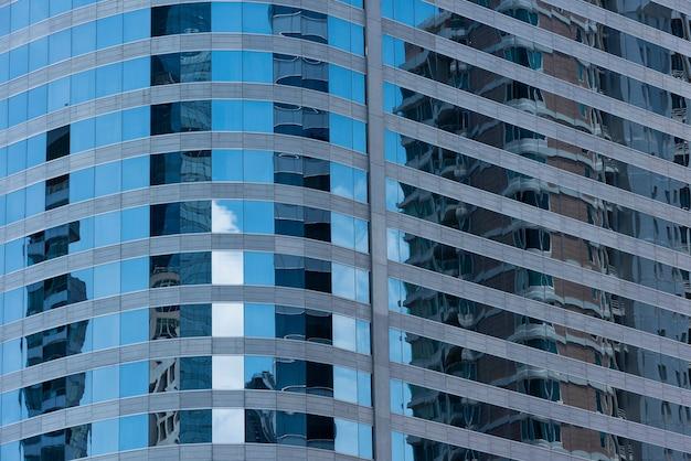 블루 현대 오피스 빌딩 근접 촬영