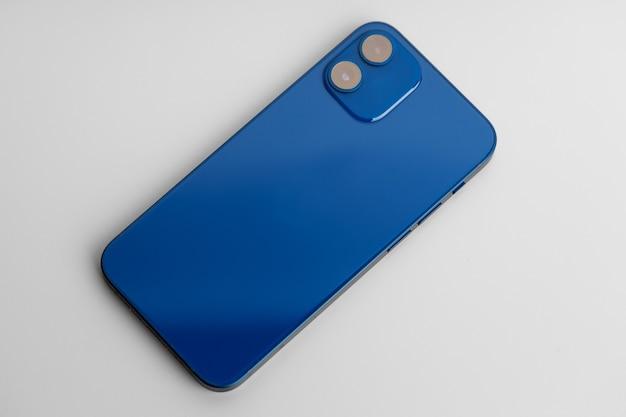 회색에 doublelens 카메라가있는 블루 현대 스마트 폰