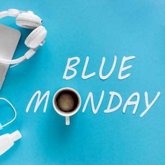 Concetto di lunedì blu con una tazza di caffè