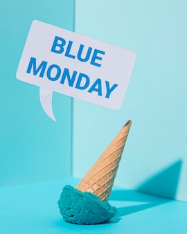 Концепция синего понедельника с мороженым