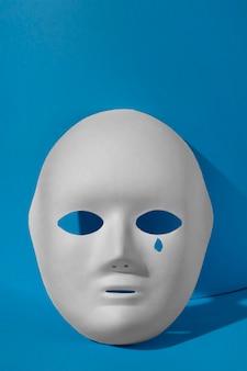 涙のマスクと青い月曜日