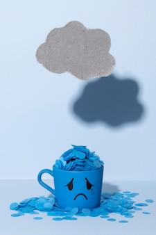 涙のマグカップと雲のある青い月曜日