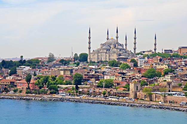 이스탄불의 블루 모스크, 보스포러스 해협에서보기