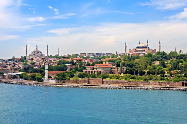 보스포러스 해협에서 바라본 블루 모스크, 아야 소피아 및 이스탄불 전망