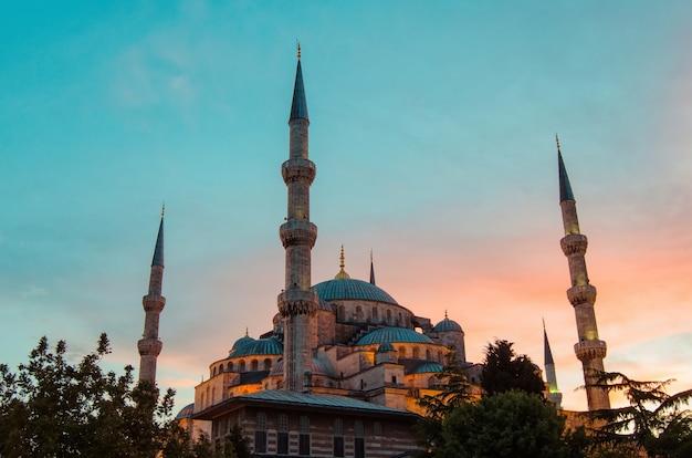 이스탄불 터키의 블루 모스크 이슬람 카미 메시트의 건축 기념물 센터