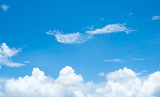 Голубая природа небо фон и облака