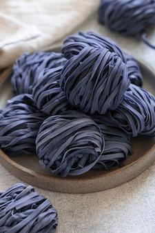 アンチャナの花と青い麺