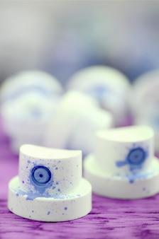 Синие форсунки от краскораспылителя