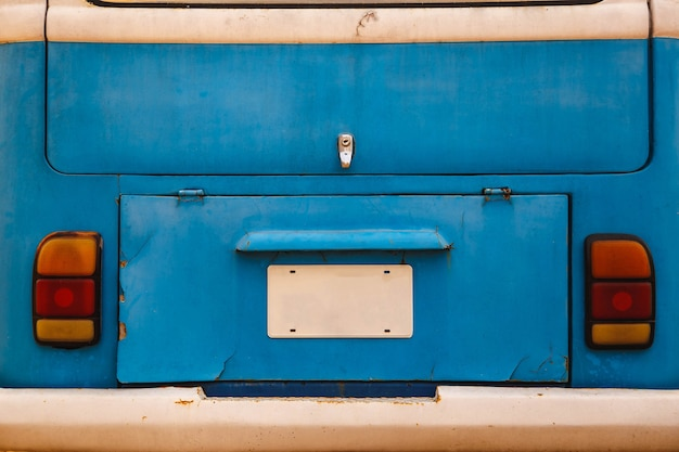 Фон синий старый автомобиль багажник