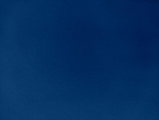 青い塗られた織り目加工の壁