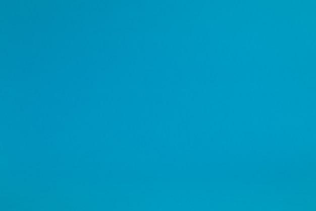 テキスト用のスペースがある青いパステルカラーの紙の表面