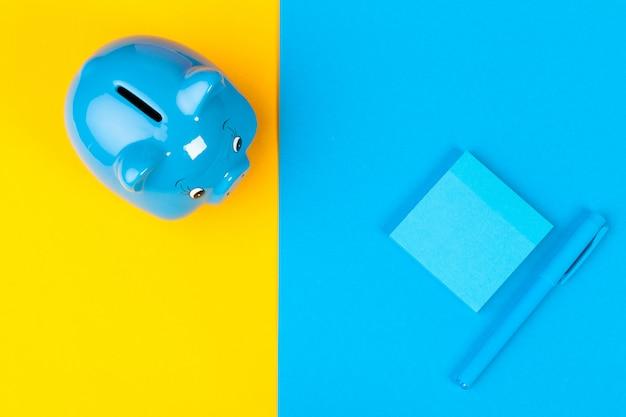 青い貯金箱の貯金箱