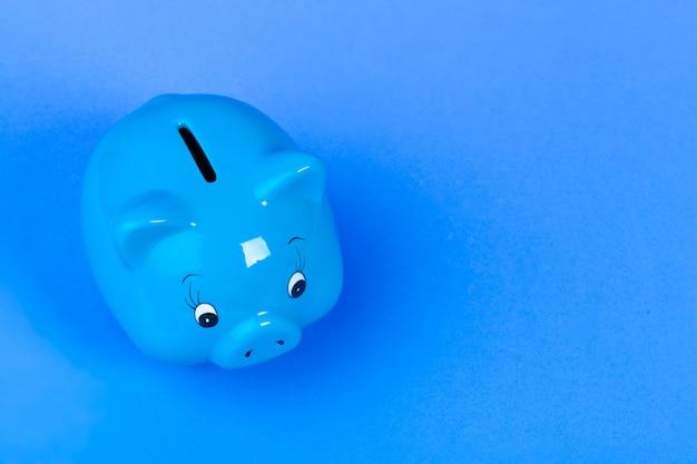青い貯金箱