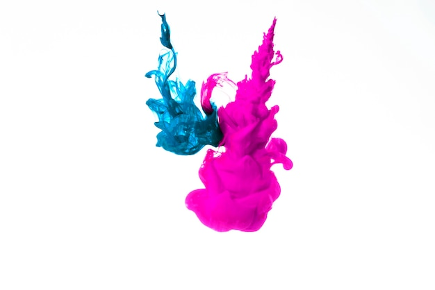 Nuvole di inchiostro blu e rosa
