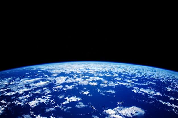 Голубая планета земля из космоса с копией пространства.
