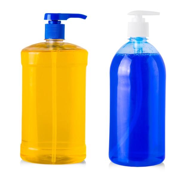 흰색 배경에 분리된 액체 세탁 세제, 세제, 표백제 또는 섬유 유연제가 있는 파란색 플라스틱 병
