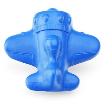 흰색 배경에 파란색 플라스틱 비행기, 클로즈업. 흰색 배경에 고립 된 어린이, 빛, 플라스틱 장난감.